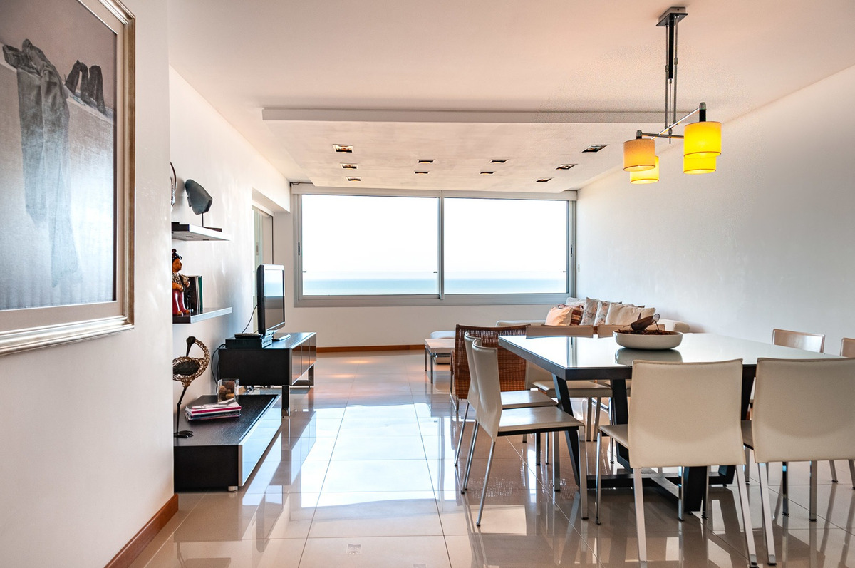 apartamento en venta de 3 dormitorios en playa brava