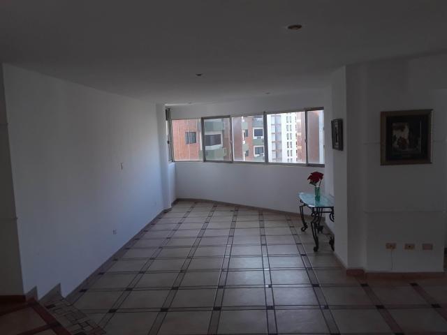 apartamento en venta en el bosque valencia 20-3813 valgo