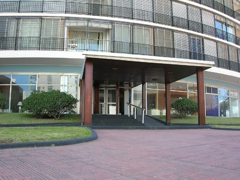 apartamento en venta en península 1 dormitorio con terraza y garaje- ref: 6632
