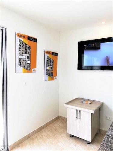 apartamento en venta la castellana rah co:19-486