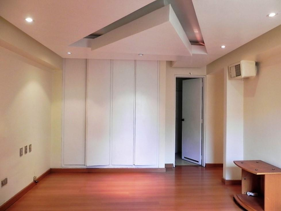 apartamento en venta  los dos caminos caracas 17-10235