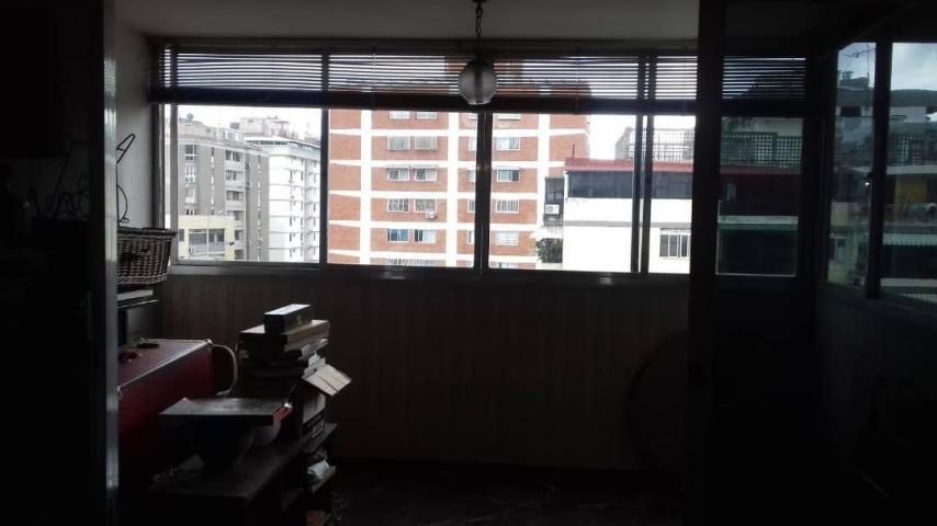 apartamento  en venta - los palos grandes - 20-6817