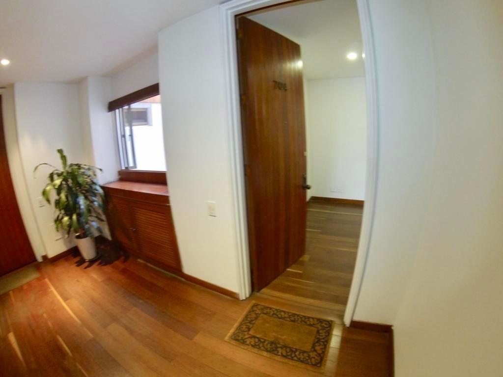 apartamento en venta los rosales rah co:20-797