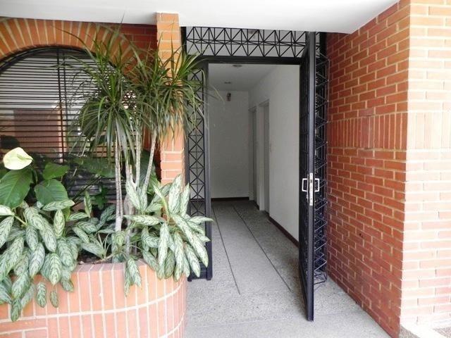 apartamento en venta omaira perez mls #20-8827 campo alegre