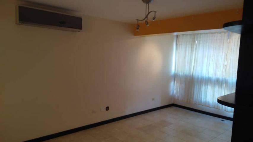 apartamento en venta prados del este 19-17102