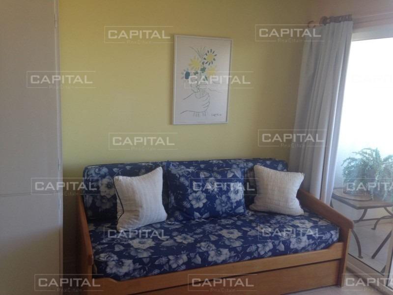 apartamento en venta sobre primera fila de playa mansa.-ref:25961