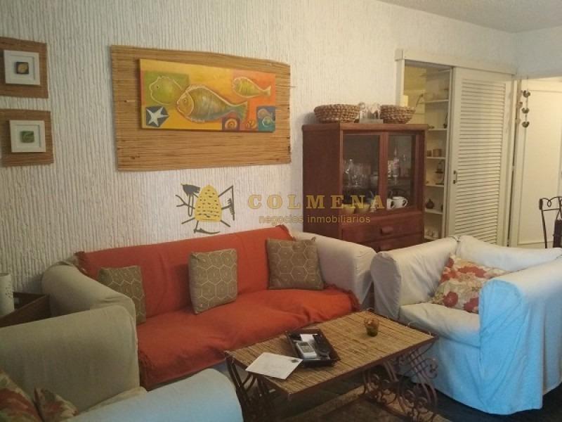 apartamento estilo casa en  parada 16 av. roosevelt consta de patio exterior 2 dormitorios 1/2, 2 baños- ref: 1266