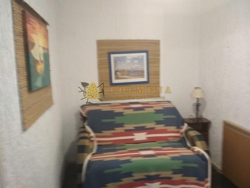 apartamento estilo casa en  parada 16 av. roosevelt consta de patio exterior 2 dormitorios 1/2, 2 baños-ref:1266
