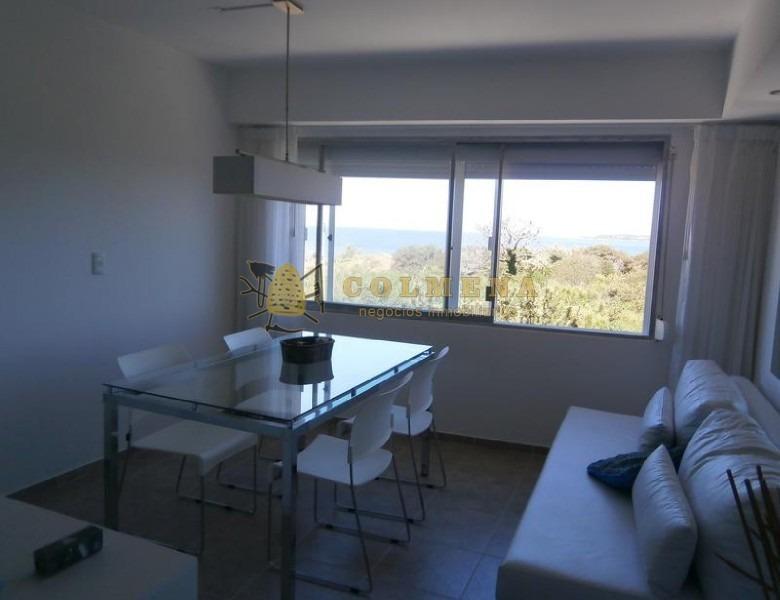 apartamento frente a la playa mansa.-ref:1020