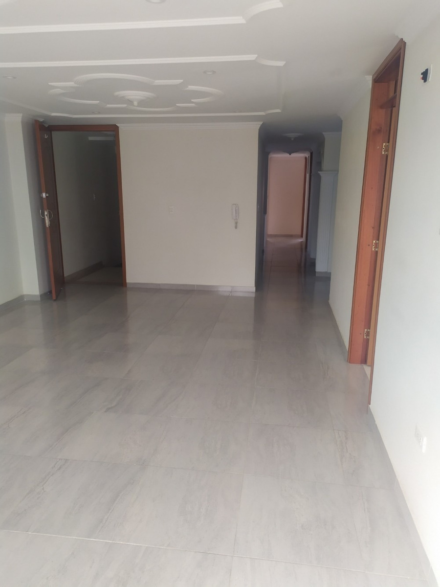 apartamento grande, excelentes condiciones y con buena ubica