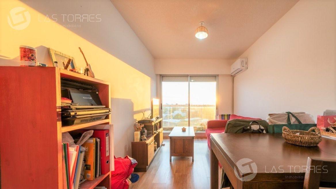 apartamento - la blanqueada - piso 10 con balcón! vista a la ciudad. gc $2.900.