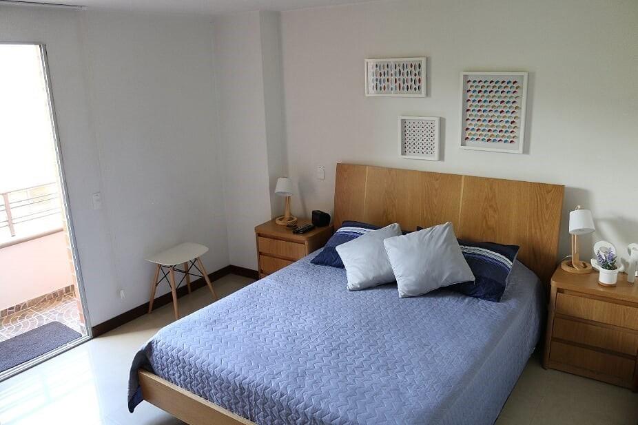 apartamento laureles la castellana. excelente ubicación.