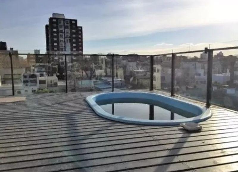 apartamento  - malvín. pb con 2 patios y garaje.