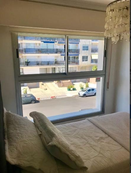 apartamento - malvín. sobre la rambla con 3 cocheras