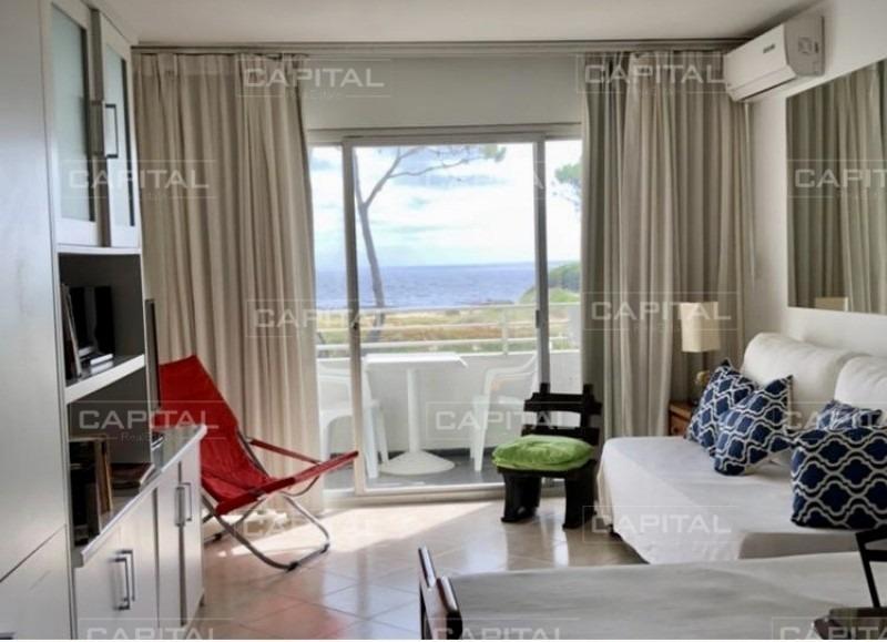 apartamento monoambiente reciclado en playa mansa frente al mar-ref:24827