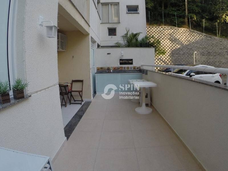 apartamento montado em pendotiba, quintal com ducha e área para churrasqueira. - ap0210