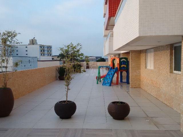 apartamento muito bom  ,  alto padrão , bairro muito bom , bem familiar  , próximo a comércios . com boa area de lazer , piscina , salões de jogos  e  festas , biblioteca  etc.