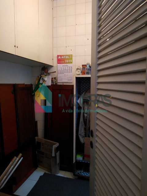 apartamento na francisco otaviano frente lateral mar composto de sala bem ampla quartos arejados,banheiros ,cozinha bem ampla dependência completa  com quintal duas vagas na escritura !!agende sua vi