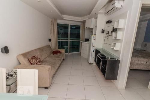 apartamento no 4º andar mobiliado com 1 dormitório e 1 garagem - id: 892953397 - 253397
