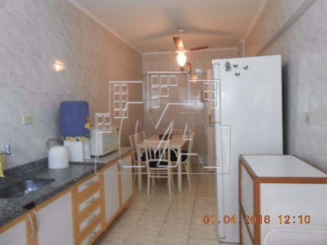 apartamento para venda ou locação definitiva na vila tupi , mobiliado , próximo ao mar e ao comercio , com elevador , vaga , sacada , e lazer.aceita financiamento bancário