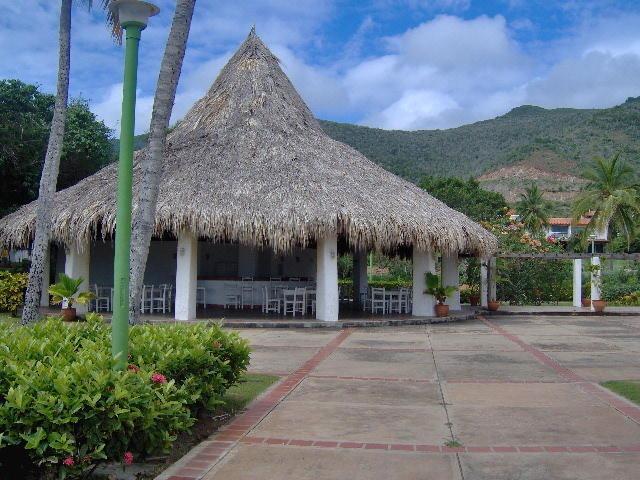 apartamento playa guacuco margarita  0412 0924671