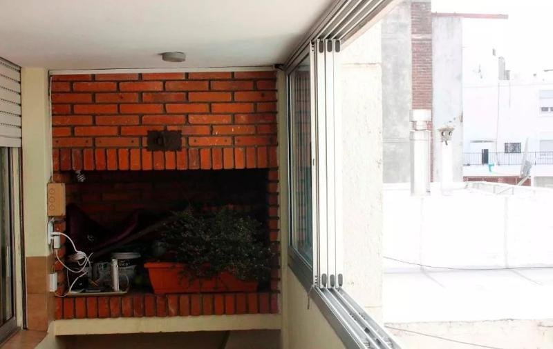 apartamento - pocitos. 2 cocheras y parrillero exclusivo.