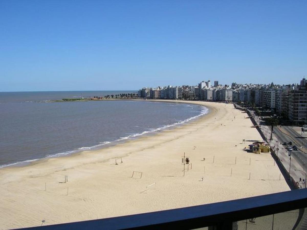 apartamento pocitos alquiler 3 dormitorios rambla del peru y buxareo...gran vista al mar. garaje x 2
