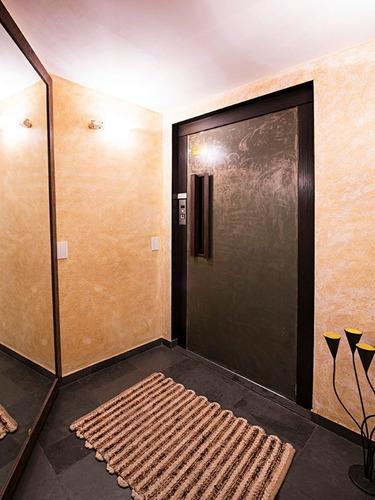 apartamento recém reformado. lindo. otima localização em rua tranquila. proximo ao metro santa cruz e à casa modernista. - ap00711