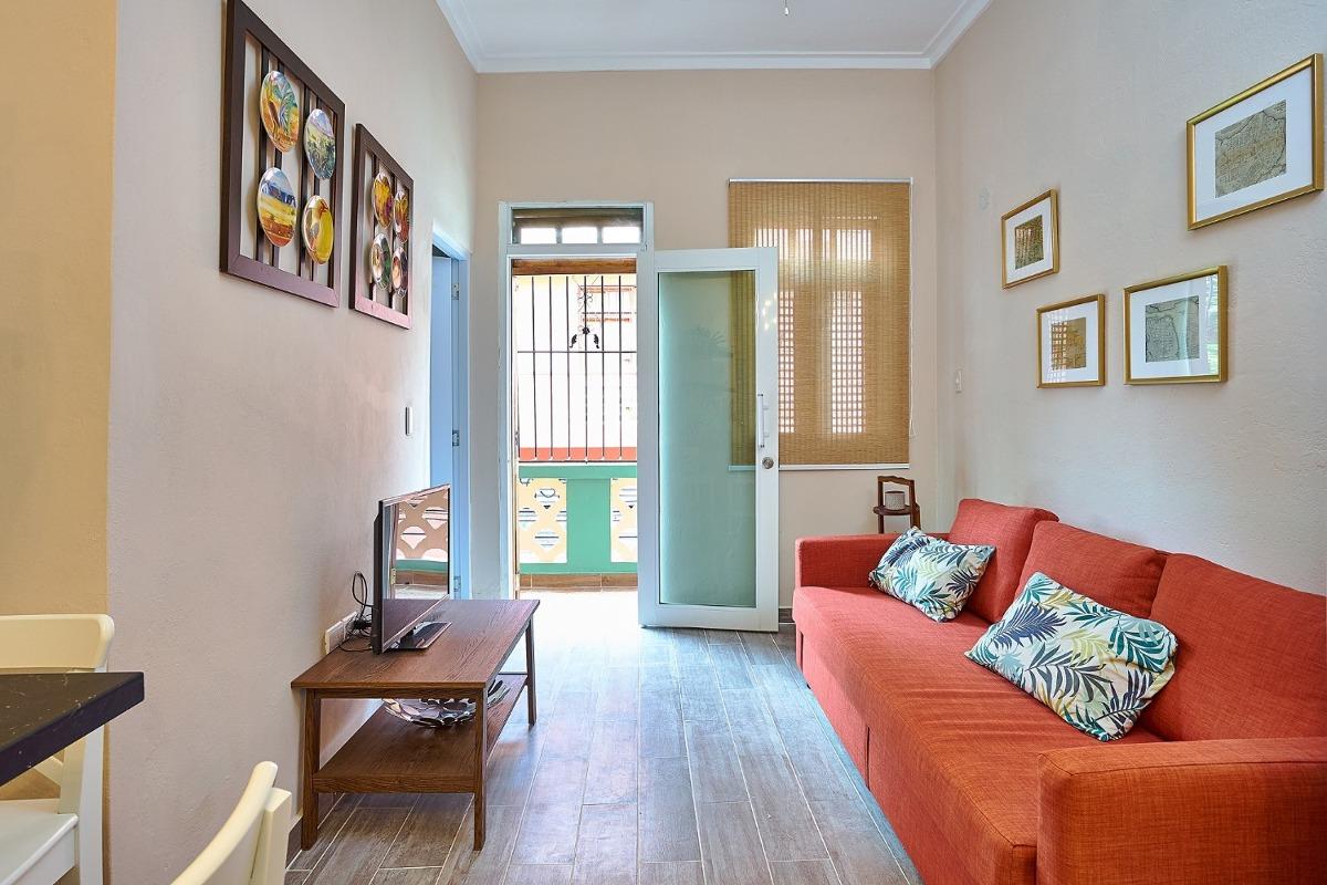 apartamento remodelado segundo piso zona colonial