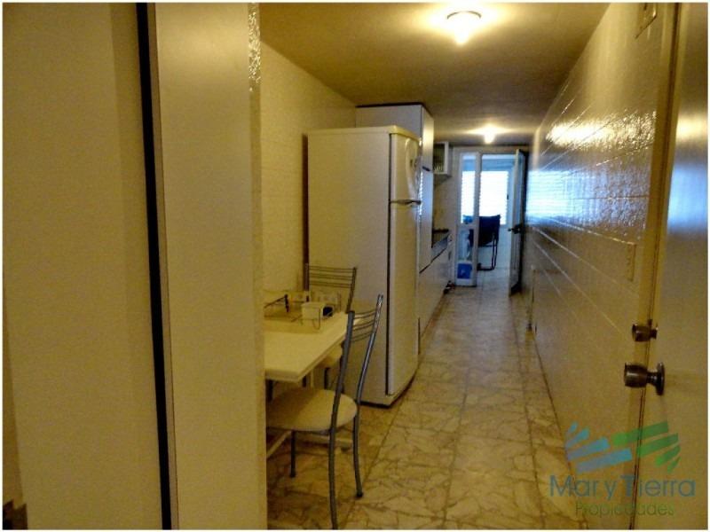 apartamento súper amplio y cómodo , con espectacular vista, en primera línea sobre rambla de playa mansa.-ref:607