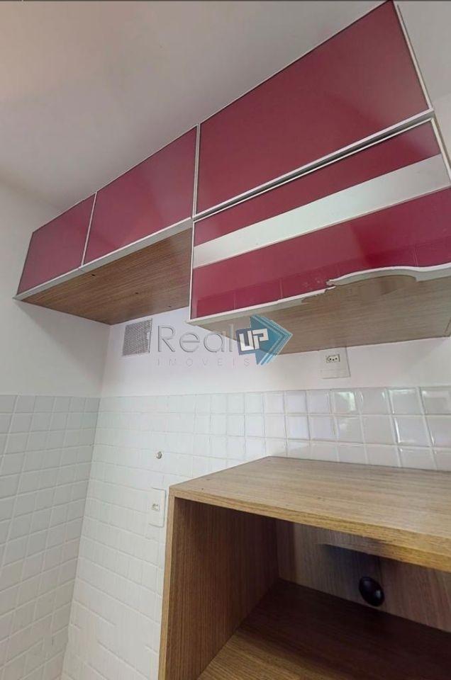 apartamento todo reformado, 2 quartos, varanda, closet, suíte e área de serviço, vaga para alugar no prédio. - 14963