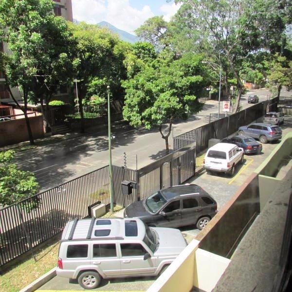apartamentos en venta en chuao 17-8612 v s