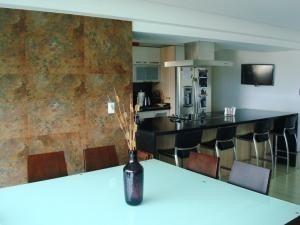 apartamentos en venta en tzas del club hipico mls #19-5128