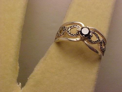 @@apipob165 - anel em prata com cristal redondo