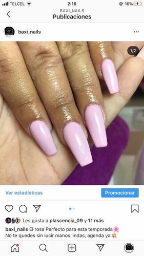 aplicación de uñas acrílicas