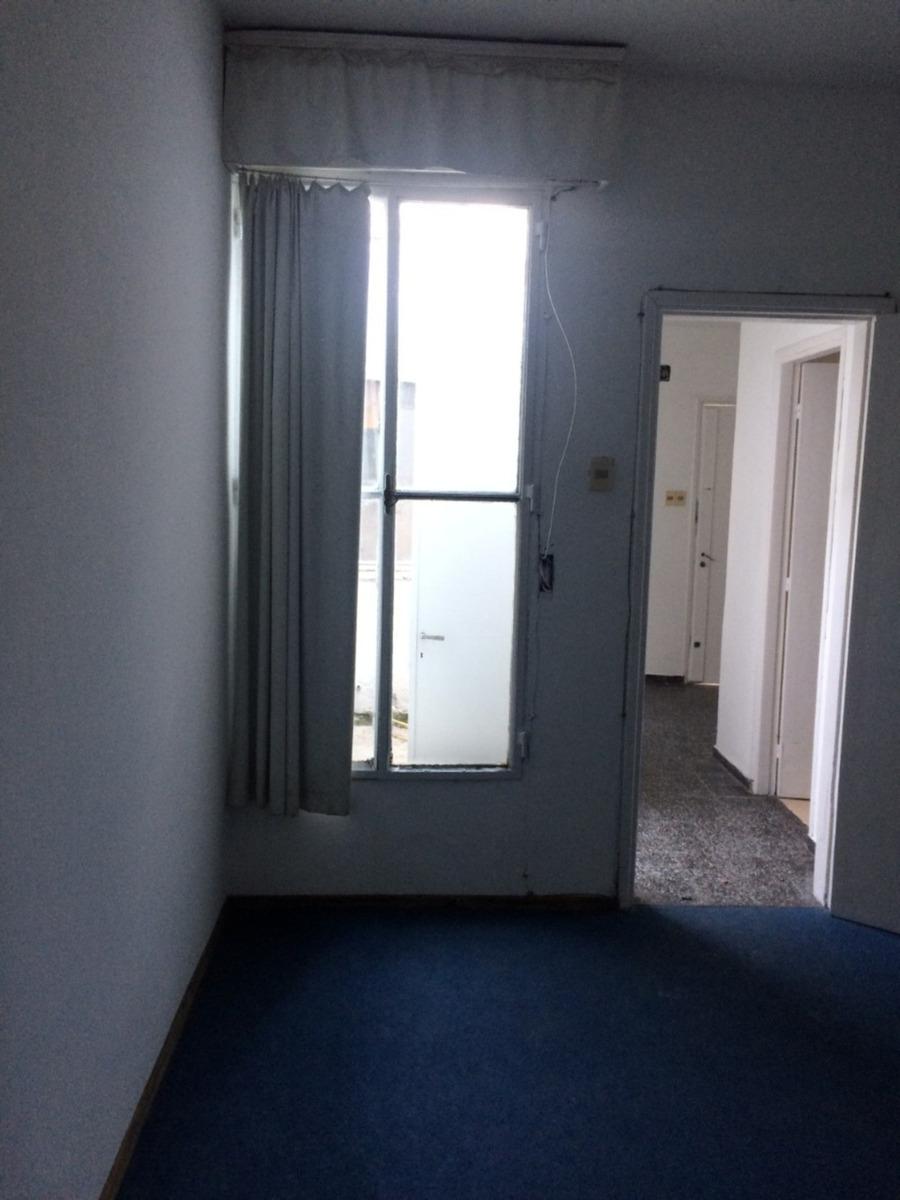 apto 1 dormitorio con patio ideal con renta, bajos g.c