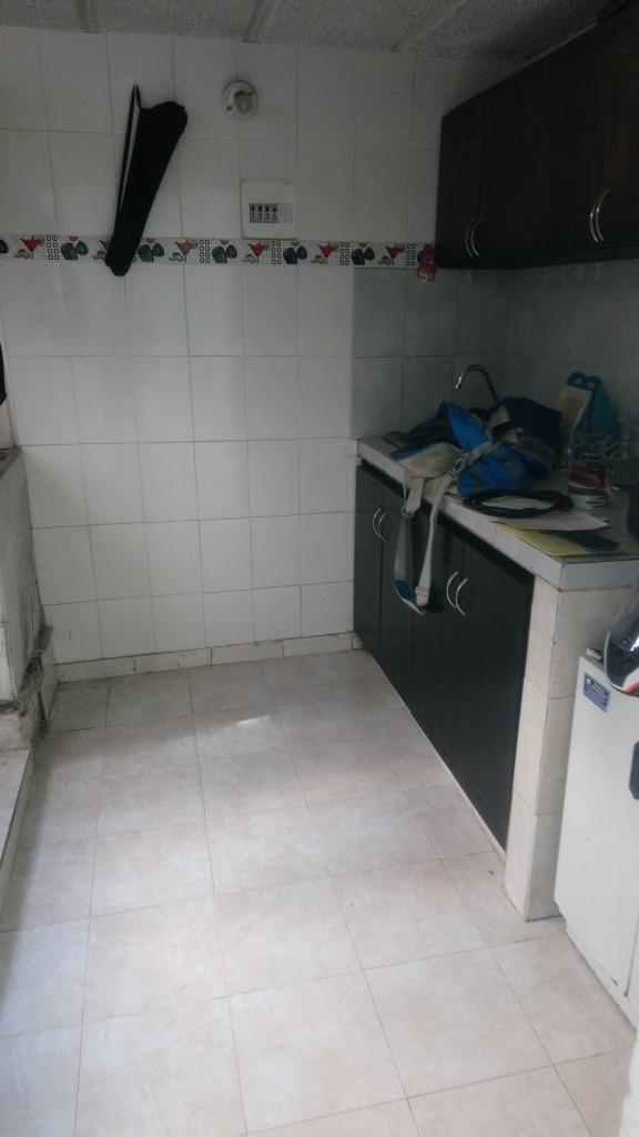 apto 4 pisó, 3 habitaciones 1 baño, cosina integral