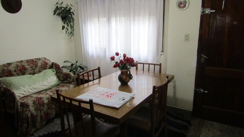 apto a credito!! ph al frente tipo casa de 3 ambientes con local en bernal!!