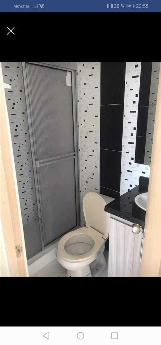 apto con 3 habitaciones dos baños sala comedor recién remode