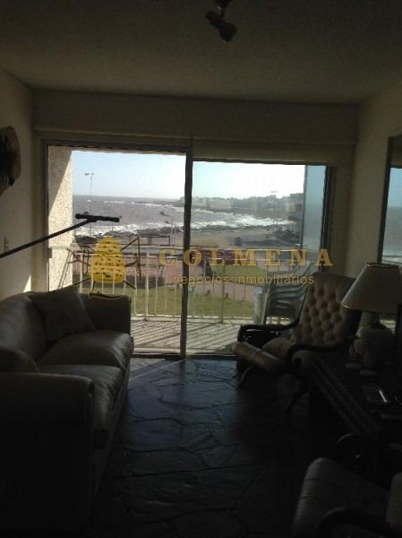 apto con balcon y muy buena vista a la rambla de la brava.-ref:131