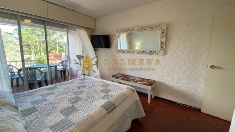 apto de 1 dormitorio tiene balcon. ubicado en un edificio tradicional de roosevelt.-ref:1259