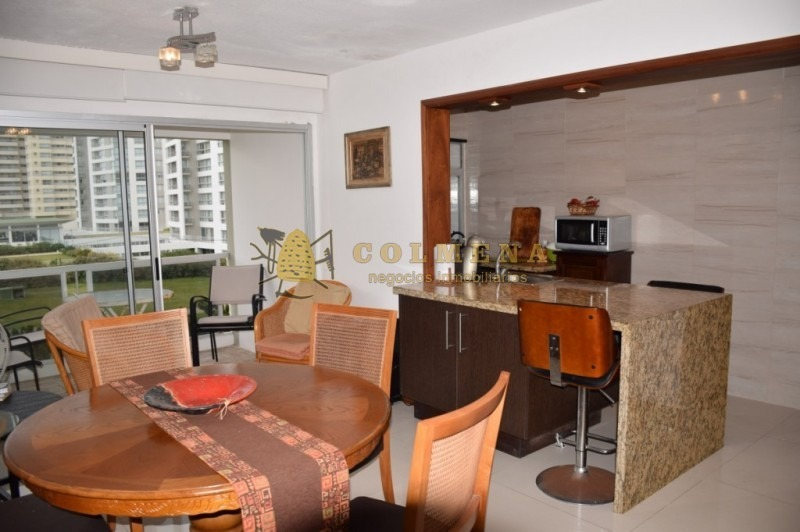 apto de 2 dormitorios, 2 baños a metros de la playa brava. consulte!!!!!!!!!- ref: 1786
