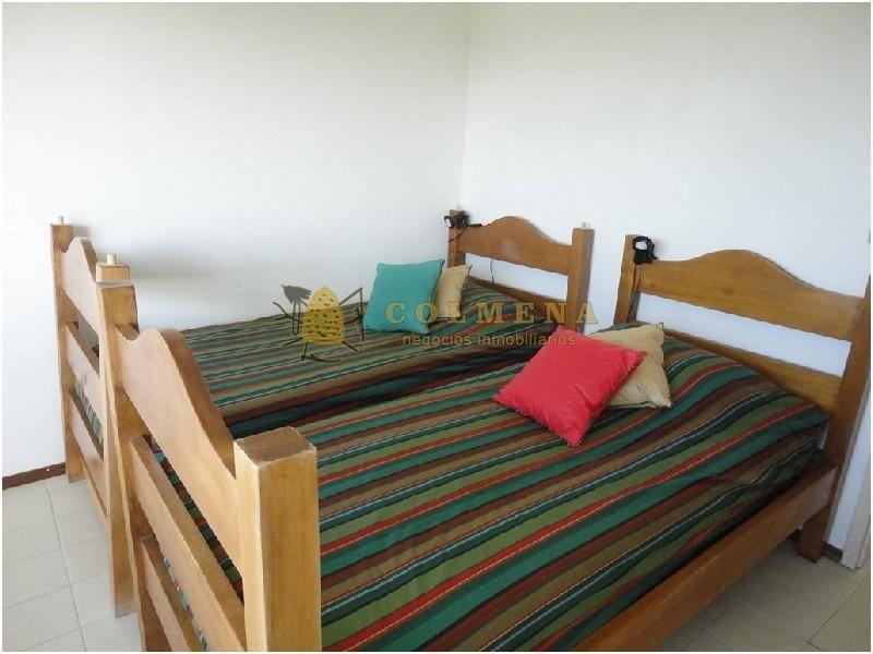 apto de 2 dormitorios , 2 baños , living comedor , balcón abierto , cocina con lavadero . garaje y baulera en av. roosevelt. consulte !!!!!!!-ref:928