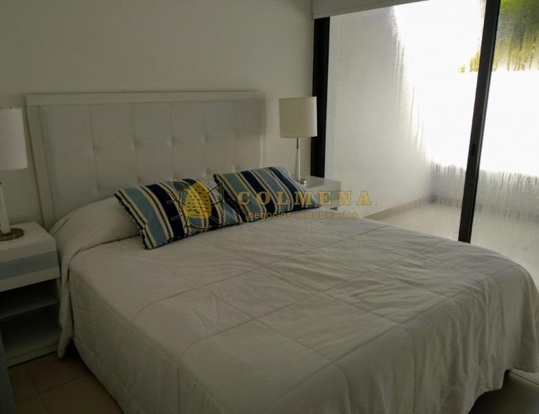 apto de  2 dormitorios, 2 baños , living-comedor, cocina integrada, cuenta con patio trasero y patio al frente con churrasquera. consulte!!!!-ref:1695
