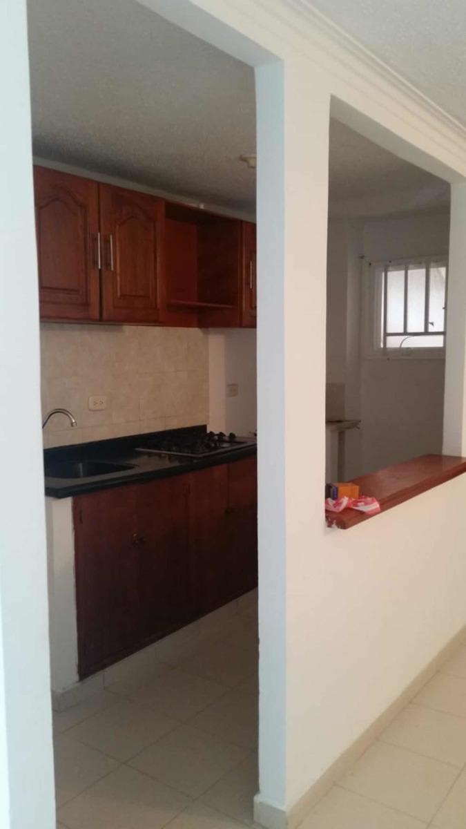 apto de 2 habitaciones, cocina, sala, comedor, estudio.