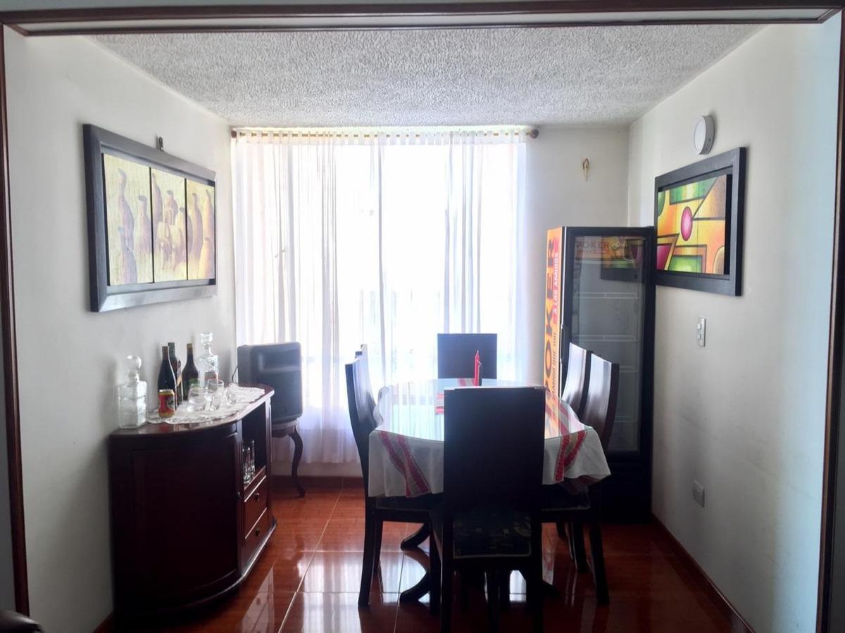 apto de 3 habitaciones. sala comedor. cocina semi-integral.