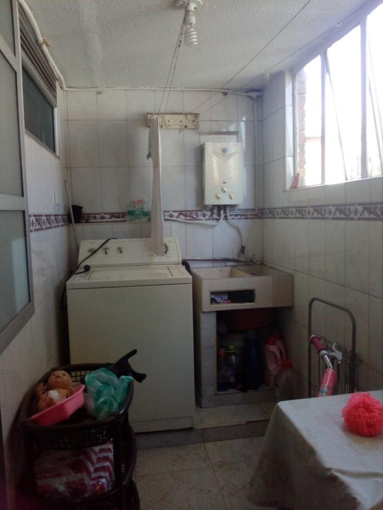apto de tres habitaciones, un baño,