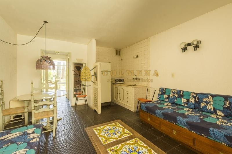 apto en arcobaleno con servicios, 1 dormitorio, 1 baño, living-comedor, cocina y terraza al frente. estacionamiento de cortesia. consulte!!!!!- ref: 1766