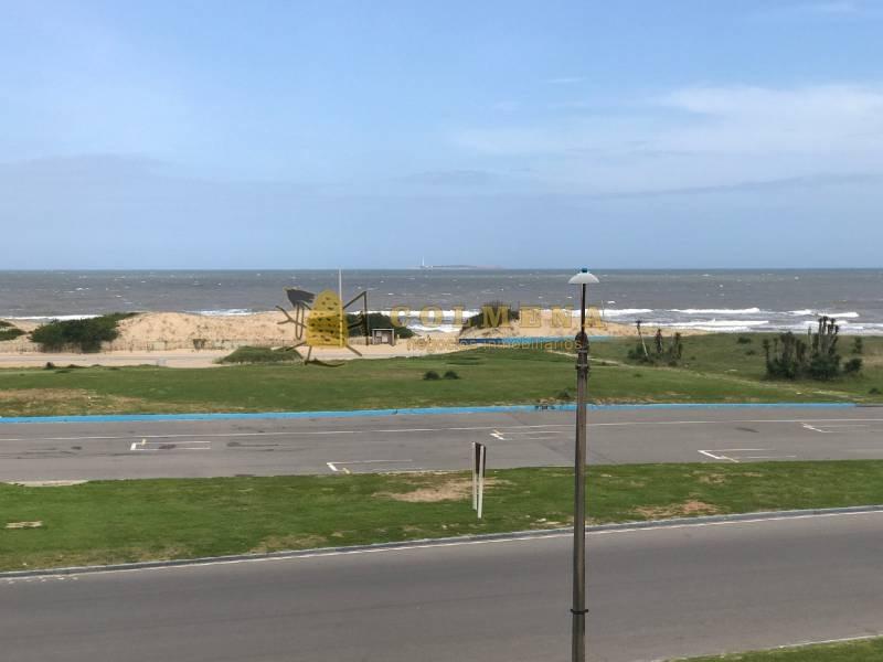 apto en primera linea de la playa brava y muy cerca de gorlero ncia. - ref: 644