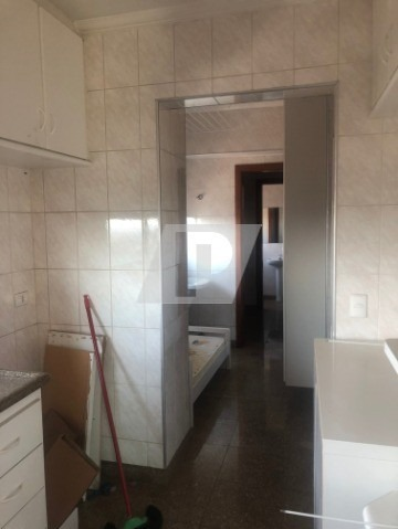 apto no centro, com 3 dormitórios, sendo uma suite, quarto e banheiro de empregada, completo de armários, 2 vagas. - ap01618 - 34460571